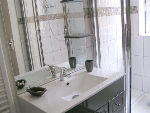 Meuble-vasque et miroir