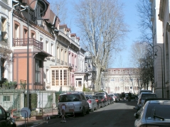 Chalets dans la rue Alquié